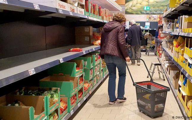 Acuzaţii: Magazine alimentare închise abuziv